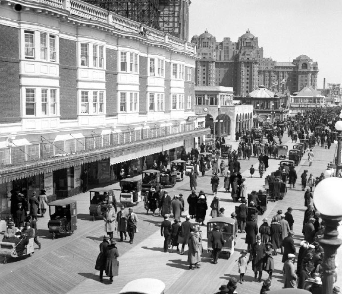 Atlantic City - Atlantic City Boardwalk Postcard